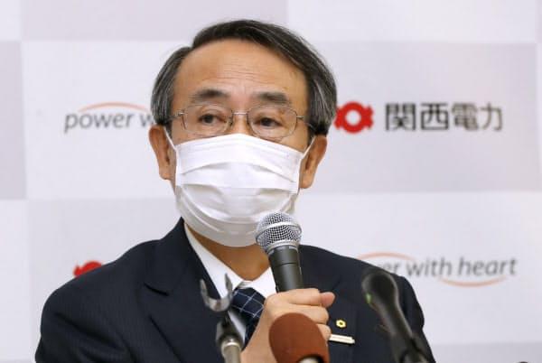 記者会見する関西電力の森本社長(28日、大阪市北区)