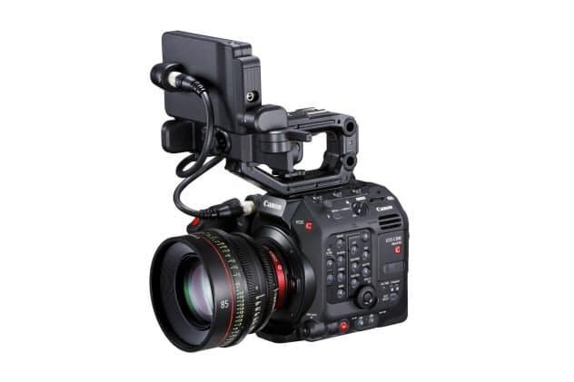 レンズ装着時の「EOS C300 Mark3」。新開発のセンサーを搭載した