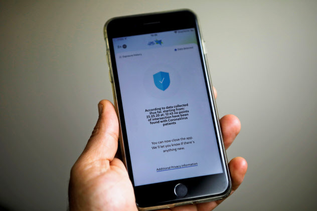 イスラエルでは携帯電話を使った感染者の追跡が行われている=ロイター