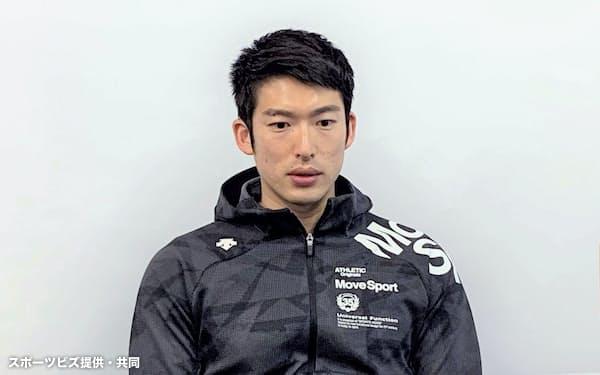 オンライン取材を受けるフェンシング男子エペの見延和靖(28日、東京都内)=スポーツビズ提供・共同