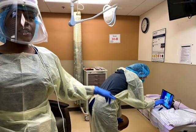 「医療従事者最優先」を掲げ、感染防護具の装着を緊急時でも徹底している(4月中旬、米アトランタのエモリー大病院)