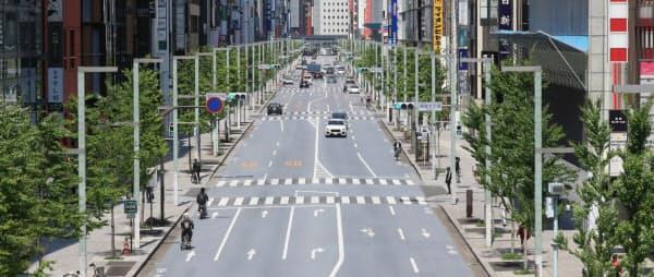 閑散とする銀座(29日、東京都中央区)