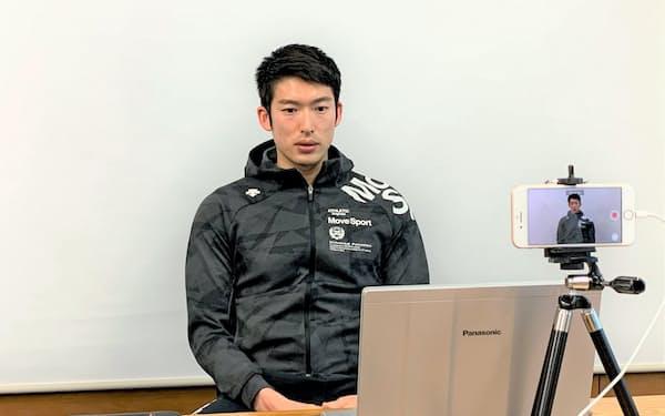 オンラインで報道陣の合同取材に応じるフェンシング男子エペの見延(4月28日)=スポーツビズ提供