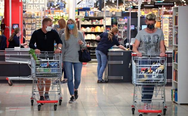 ドイツやイタリアなど、封鎖が緩和された欧州各国では経済回復の兆しが見えはじめた=ロイター