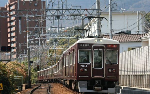 阪急電車はそろってマルーン塗装(神戸線御影~岡本)
