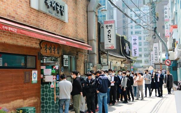 ソウル市内にある人気食堂の行列はコロナ以前に戻った