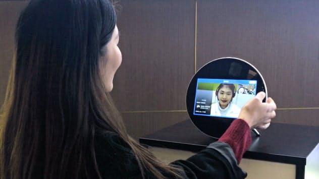 ウィードクターのオンライン診療システム。登録した医師が専用端末を通じて患者を問診する(中国・杭州市の同社ショールーム)