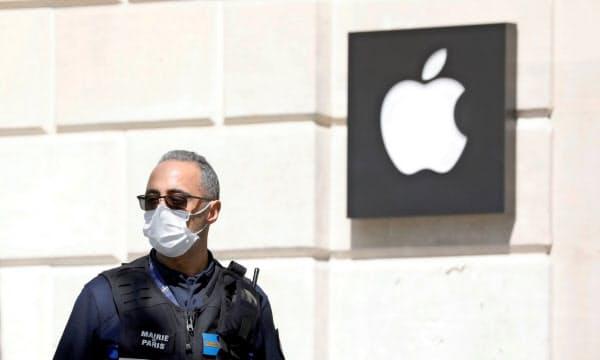 アップルは新型コロナの影響で直営店の多くを一時閉鎖している=ロイター