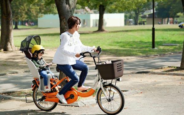 パナソニックは熱中症予防の観点から子乗せ電動自転車には日よけをつけた