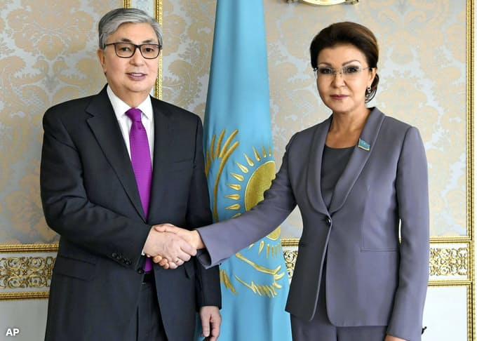 カザフスタン大統領、前大統領長女を上院議長職から解任: 日本経済新聞