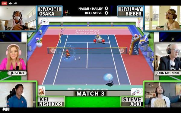 オンラインの慈善テニスゲーム大会でプレーする錦織圭(画面左下)と大坂なおみ(同左上、ともにフェイスブックから)=共同