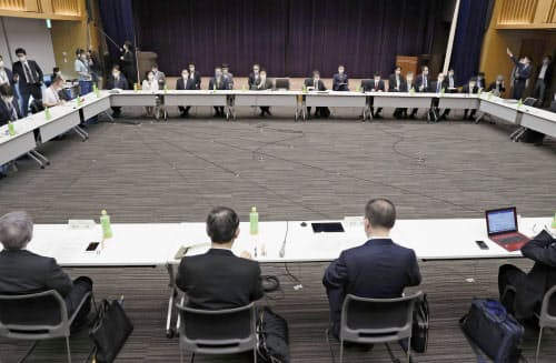 開催された新型コロナウイルス感染症対策専門家会議(4日午前、東京都千代田区)
