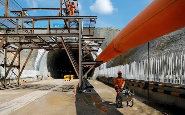 中国が支援するインドネシアの高速鉄道建設工事は中断(2019年2月、西ジャワ州)=ロイター