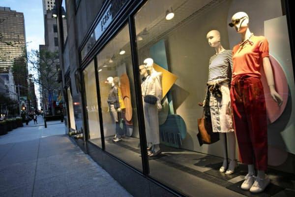 新型コロナの影響で店舗営業を休止している(米ニューヨークのJクルーの店舗)=AP