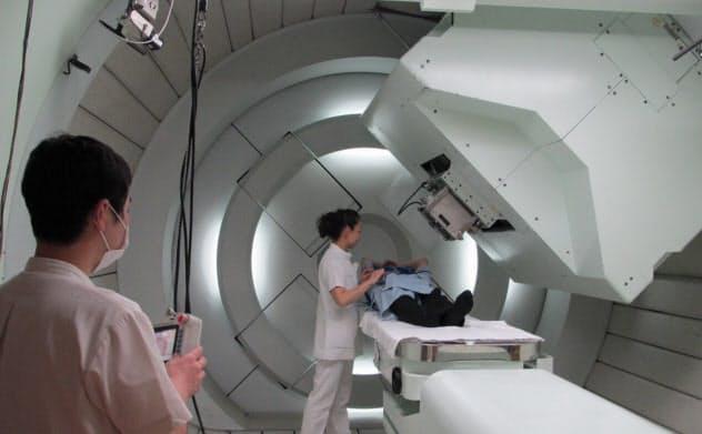 陽子線治療は装置が大がかりになる(筑波大学提供)