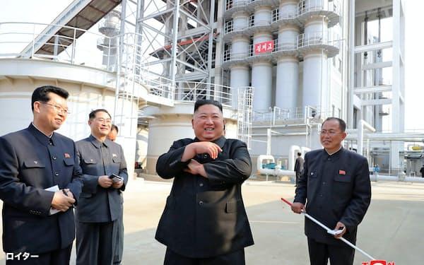 北朝鮮の金正恩氏の動静は日米韓当局の関心を集める(写真は2日に朝鮮中央通信配信)=ロイター