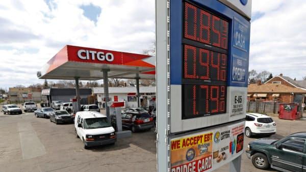 経済活動の一部再開に伴いガソリン需要の回復期待が高まる=AP