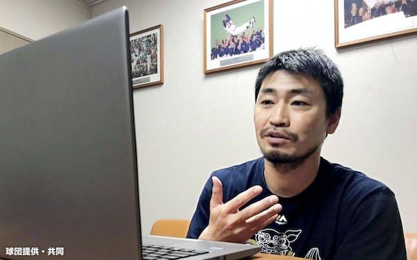 テレビ会議アプリで話すヤクルト・青木(5日)=球団提供・共同