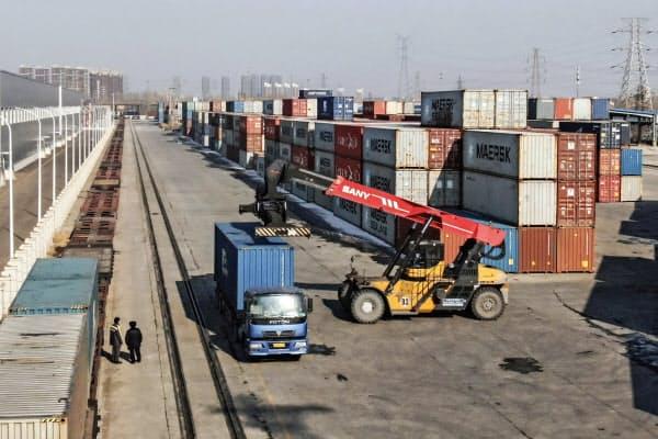 中国の4月の輸出は事前予想を上回る回復をみせた=AP