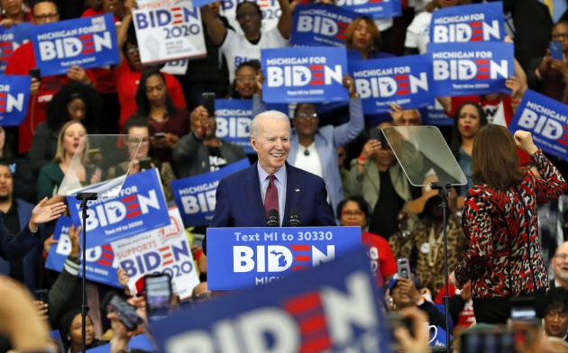 3月、デトロイトで演説するバイデン前副大統領=AP