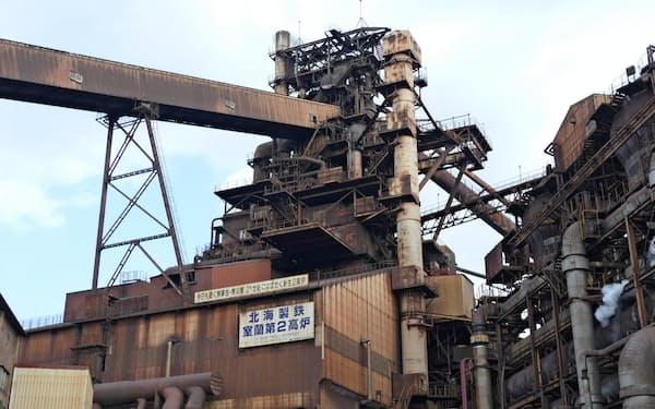 自動車向けの需要が急速に減少している(北海道室蘭市にある室蘭製鉄所の高炉)