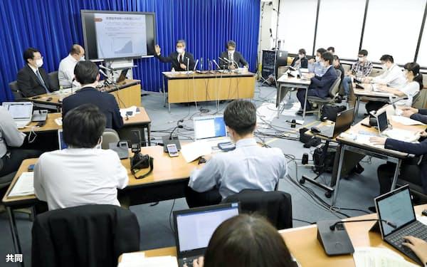 新型コロナウイルスの専門家会議は記者会見を通じて情報発信に努める(5月1日)