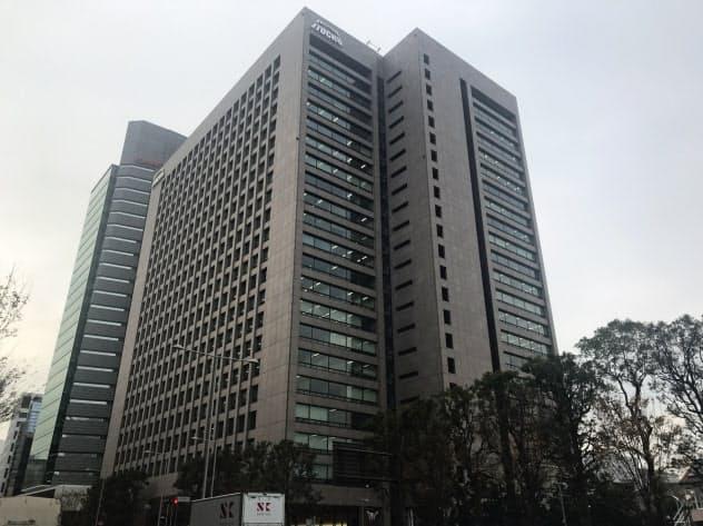 伊藤忠、時価総額で商社初トップ 三菱商事を逆転