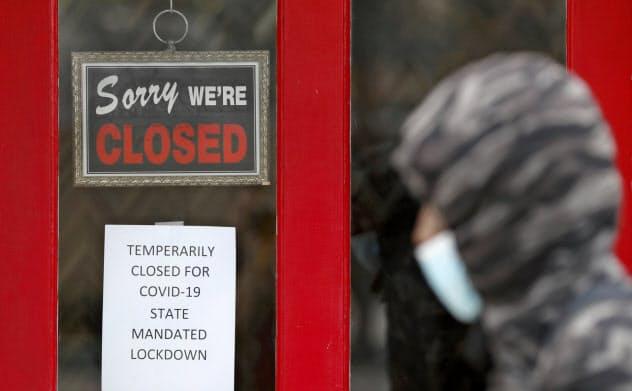 米労働市場では飲食店や商店の休業によって、一時的な解雇が急増している(米ミシガン州)=AP