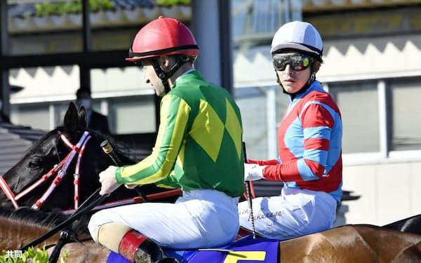コントレイルに騎乗した福永(右)は皐月賞を初めて勝った=共同
