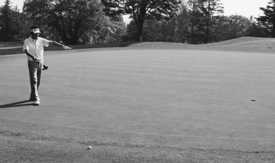 カラーからのパットは芝に食われる分を足し、先に距離を計算する