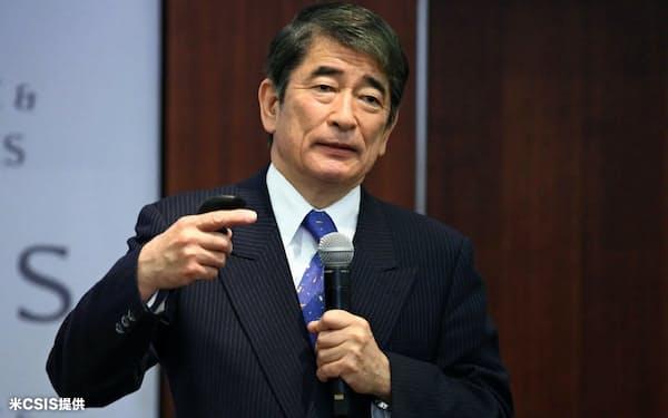 米CSIS主催の国際会議で講演する岡本氏(2004年)=CSIS提供