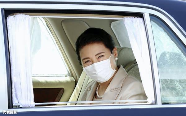 「御養蚕始の儀」のため、皇居に入る皇后さま(11日午前、皇居・半蔵門)=代表撮影