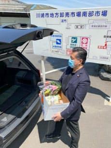 野菜の詰め合わせと花をセットにした商品もドライブスルーで購入できる(川崎市地方卸売市場南部市場)
