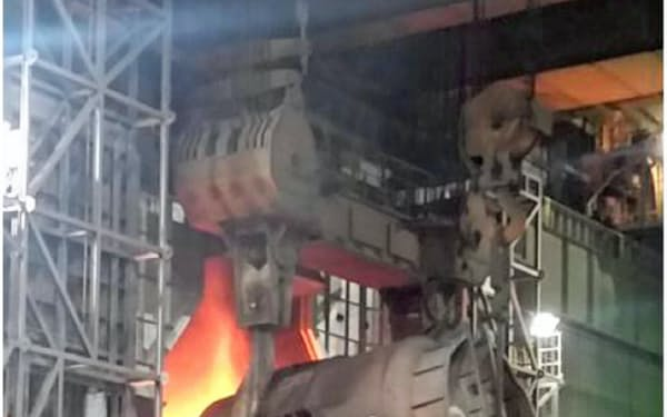新たに導入した成分調整のための新型炉(加古川製鉄所)