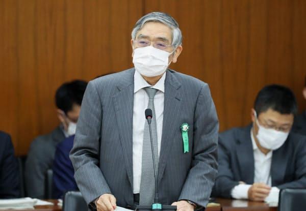 日銀の黒田総裁はなお政策発動余地があるとの考えを示した(12日、衆院財務金融委で発言する日銀の黒田総裁)