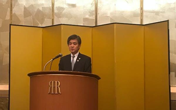 同友会の通常総会であいさつする古市新代表幹事(12日、大阪市)