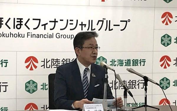 庵頭取は「金融は影響があとから来る」と警戒する(12日、富山市)
