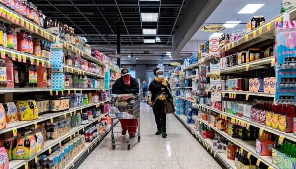 食品価格は1970年代以来の上昇率に=ロイター