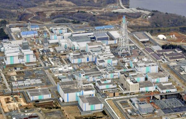 日本原燃の使用済み核燃料再処理工場(4月、青森県六ケ所村)=共同