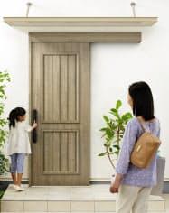 玄関引き戸「コンコード S30」の新色「ココナッツチェリー」での施工イメージ