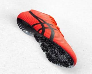 アシックスの次世代スプリントシューズは靴底に金属製のピンがない=同社提供