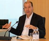 クリストフ・ウェバー社長は新薬開発などを進める方針を示した(19年11月撮影)