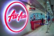 閑散とするタイ・エアアジアの航空券購入窓口(11日、バンコクのドンムアン空港)=小高顕撮影