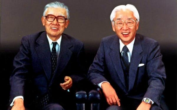 ソニー創業者の井深大氏(左)と盛田昭夫氏(1984年)