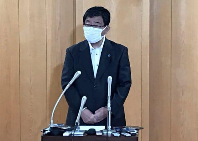 記者会見する岐阜県の古田肇知事(14日午後、県庁)