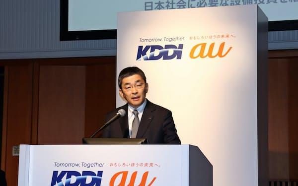記者会見するKDDIの高橋誠社長(14日、東京都千代田区)