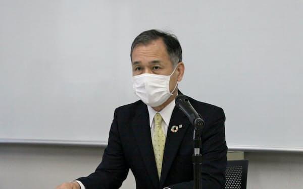 20年3月期決算を発表する中国銀の加藤頭取(14日、岡山市)