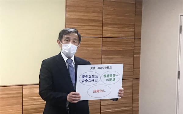 緊急事態宣言解除後の3つの視点を示す和歌山県の仁坂吉伸知事(14日、和歌山市)