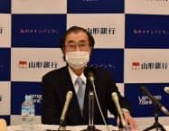 決算記者会見を開いた山形銀行の長谷川吉茂頭取(14日、山形市)