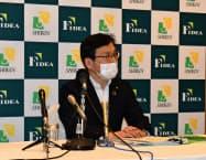頭取就任後、初の決算記者会見を開いた荘内銀行の田尾祐一頭取(14日、山形市)